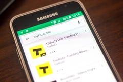 Ryazan, Ρωσία - 4 Μαΐου 2018: Εικονίδιο Topbuzz lite στον κατάλογο κινητών apps στην επίδειξη του τηλεφώνου κυττάρων Στοκ Φωτογραφία