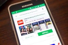 Ryazan, Ρωσία - 4 Μαΐου 2018: Σπάζοντας εικονίδιο CNN στον κατάλογο κινητών apps στην επίδειξη του τηλεφώνου κυττάρων Στοκ Εικόνες