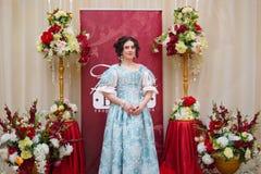 Ryazan miasto, 22 2017 Styczeń, generał assambly Piękna dziewczyna i mężczyzna w antycznej sukni Obraz Stock