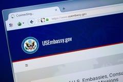 Ryazan, Rússia - 26 de agosto de 2018: Homepage do Web site da embaixada dos E.U. na exposição do PC URL - USEmbassy gov imagem de stock royalty free