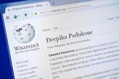 Ryazan, Rússia - 19 de agosto de 2018: Página de Wikipedia sobre Deepika Padukone na exposição do PC imagem de stock royalty free