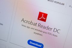 Ryazan, Rússia - 11 de julho de 2018: Adobe Acrobat Reader, logotipo do software no Web site oficial de Adobe fotografia de stock