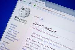Ryazan, Rússia - 9 de julho de 2018: Página em Wikipedia sobre Joan Crawford na exposição do PC fotografia de stock royalty free