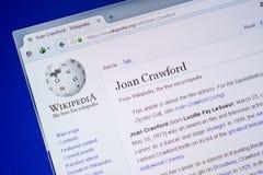 Ryazan, Rússia - 9 de julho de 2018: Página em Wikipedia sobre Joan Crawford na exposição do PC fotos de stock royalty free