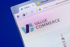 Ryazan, Rússia - 13 de maio de 2018: Avalie o Web site do comércio na exposição do PC, URL - ValueCommerce Co JP imagens de stock