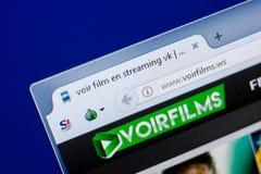 Ryazan, Rússia - 8 de maio de 2018: Web site de Voirfilms na exposição do PC, URL - Voirfilms WS Imagens de Stock