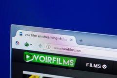 Ryazan, Rússia - 8 de maio de 2018: Web site de Voirfilms na exposição do PC, URL - Voirfilms WS Foto de Stock