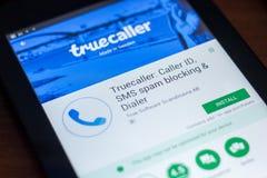 Ryazan, Rússia - 21 de março de 2018 - Truecaller app móvel na exposição do PC da tabuleta fotografia de stock