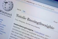 Ryazan, Rússia - 9 de setembro de 2018 - página de Wikipedia sobre Natalie Bassingthwaighte em uma exposição do PC foto de stock