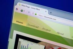 Ryazan Rosja, Czerwiec, - 26, 2018: Homepage LinuxMint strona internetowa na pokazie pecet URL - LinuxMint com obraz stock