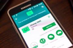 Ryazan Rosja, Maj, - 04, 2018: Chomp SMS wiszącą ozdobę app na pokazie telefon komórkowy Obrazy Stock