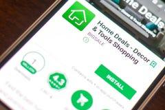 Ryazan Rosja, Maj, - 04, 2018: Dom Rozdaje wiszącą ozdobę app na pokazie telefon komórkowy Obrazy Stock