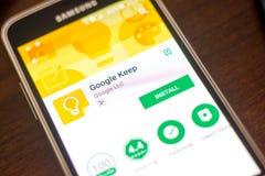 Ryazan Rosja, Maj, - 04, 2018: Google utrzymania wisząca ozdoba app na pokazie telefon komórkowy Zdjęcie Royalty Free