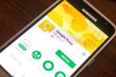 Ryazan Rosja, Maj, - 04, 2018: Google utrzymania wisząca ozdoba app na pokazie telefon komórkowy Fotografia Royalty Free