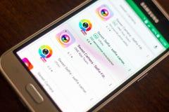 Ryazan Rosja, Maj, - 04, 2018: Słodka kamery ikona w liście mobilni apps na pokazie telefon komórkowy Obrazy Royalty Free