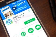 Ryazan Rosja, Maj, - 04, 2018: SKOUT wisząca ozdoba app na pokazie telefon komórkowy Zdjęcie Stock