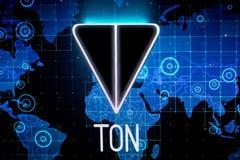 Ryazan, Rusia - 30 de abril de 2018: Logotipo de la red abierta del telegrama - cryptocurrency de la TONELADA en la exhibición de Fotografía de archivo