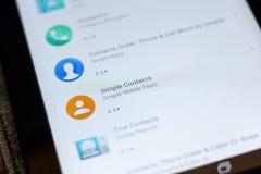 Ryazan, Rusia - 3 de julio de 2018: Icono simple de los contactos en la lista de apps móviles imagenes de archivo