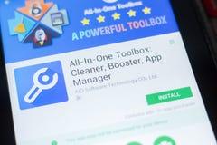 Ryazan, Rusland - April 19, 2018 - alle-in-Één Toolbox: Reinigingsmachine, Spanningsverhoger, App Manager mobiele app op tabletpc stock foto