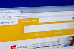Ryazan, Rusland - April 16, 2018 - Homepage van Thesauruswebsite op de vertoning van PC, url - thesaurus com stock foto