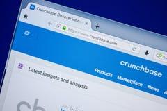 Ryazan, Rusland - Juli 25, 2018: Homepage van CrunchBase-website op de vertoning van PC Url - CrunchBase com stock fotografie