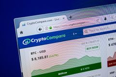 Ryazan, Rusland - Juli 25, 2018: Homepage van CryptoCompare-website op de vertoning van PC Url - CryptoCompare com royalty-vrije stock afbeeldingen