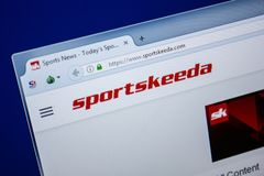 Ryazan, Rusland - Juli 25, 2018: Homepage van SportsKeeda-website op de vertoning van PC Url - SportsKeeda com stock foto