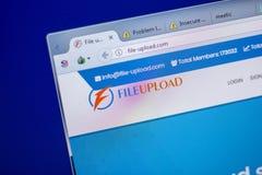 Ryazan, Rusland - Juni 05, 2018: De homepage van dossier-uploadt website op de vertoning van PC, url - dossier-upload com stock foto