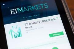 Ryazan, Rusland - Juni 24, 2018: ET Markten - NSE en BSE India mobiele app op de vertoning van tabletpc stock foto