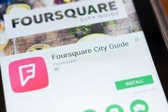 Ryazan, Rusland - Juni 24, 2018: Foursquare Stadsgids mobiele app op de vertoning van tabletpc stock fotografie