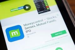Ryazan, Rusland - Juni 24, 2018: Moneycontrol Stox, Sensex en Beleggingsmaatschappijen mobiele app op de vertoning van tabletpc royalty-vrije stock foto's