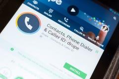 Ryazan, Rusland - Juni 24, 2018: Steenvruchtencontacten, telefoon Dialer en Bezoekersidentiteitskaart mobiele app op de vertoning stock fotografie