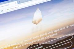 Ryazan, Rusland - Maart 29, 2018 - Homepage van EOS-cryptocurrency op de vertoning van PC, website - eos Io stock afbeelding