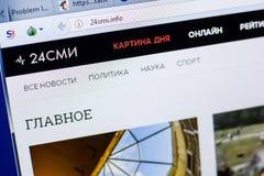 Ryazan, Rusland - Mei 08, 2018: 24smi website op de vertoning van PC, url - 24smi info stock afbeeldingen