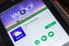 Ryazan, Rusland - Mei 16, 2018: Yahoo Weather mobiele app op de vertoning van tabletpc Royalty-vrije Stock Afbeelding