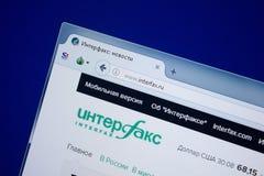 Ryazan, Rusland - September 09, 2018: Homepage van Interfax-website op de vertoning van PC, url - Interfax ru stock afbeeldingen