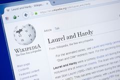 Ryazan, Russland - 19. August 2018: Wikipedia-Seite über Lorbeer und robustes auf der Anzeige von PC lizenzfreies stockfoto