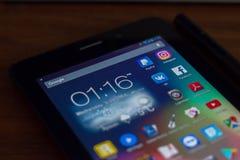 Ryazan, Russland - 21. März 2018 - bewegliche apps Ikonen von Facebook, von Instagram, von Paypal und von anderen auf Anzeige des Stockbild