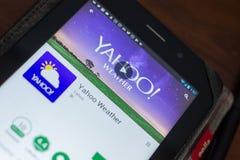 Ryazan, Russland - 16. Mai 2018: Bewegliche APP Yahoo Weathers auf der Anzeige des Tablet-PCs Lizenzfreie Stockbilder