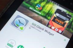 Ryazan, Russland - 16. Mai 2018: Gehen bewegliche APP Uhr Widget auf der Anzeige des Tablet-PCs Stockfotos