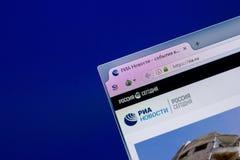 Ryazan Ryssland - April 16, 2018 - Homepage av RIA-telegrambyråwebsiten på skärmen av PC:N, url - RIA ru Royaltyfri Bild