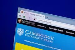 Ryazan Ryssland - April 16, 2018 - Homepage av websiten för Cambridge universitet på skärmen av PC:N, url - Cambridge org Arkivfoton