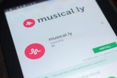 Ryazan Ryssland - April 19, 2018 - musikal ly-symbol på listan av mobila apps royaltyfri bild