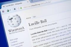 Ryazan Ryssland - Augusti 19, 2018: Wikipedia sida om Lucille Ball på skärmen av PC:N arkivfoton