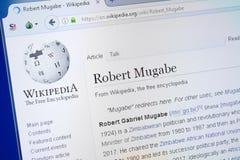 Ryazan Ryssland - Augusti 19, 2018: Wikipedia sida om Robert Mugabe på skärmen av PC:N fotografering för bildbyråer