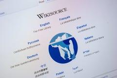 Ryazan Ryssland - Juli 24, 2018: Homepage av den WikiSource websiten på skärmen av PC:N Url - WikiSource org royaltyfri foto