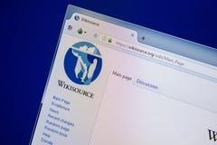 Ryazan Ryssland - Juli 24, 2018: Homepage av den WikiSource websiten på skärmen av PC:N Url - WikiSource org arkivbild