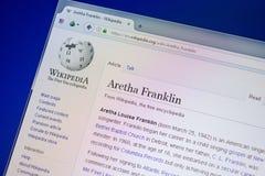 Ryazan Ryssland - Juli 09, 2018: Sida på Wikipedia om Aretha Franklin på skärmen av PC:N arkivfoton