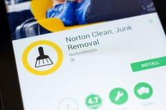 Ryazan Ryssland - Juni 24, 2018: Norton Clean skräpborttagningsmobil app på skärmen av minnestavlaPC:N royaltyfria foton