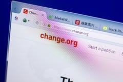 Ryazan Ryssland - Maj 27, 2018: Homepage av ändringswebsiten på skärmen av PC:N, url - ändring org arkivfoton